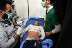 Ataque com gás tóxico em zona residencial na Síria afeta cerca de 100 pessoas