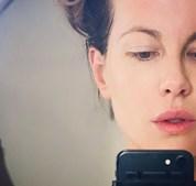 Kate Beckinsale após o tratamento de pele