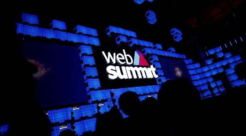 Mau tempo obriga centenas de participantes a esperar para entrar na Web  Summit fd645ae8bdc91