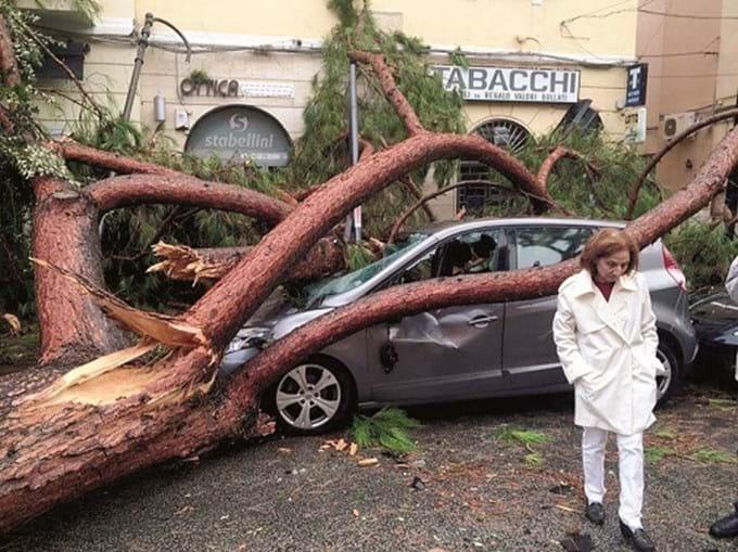 Mau tempo tem causado muitos danos em Itália