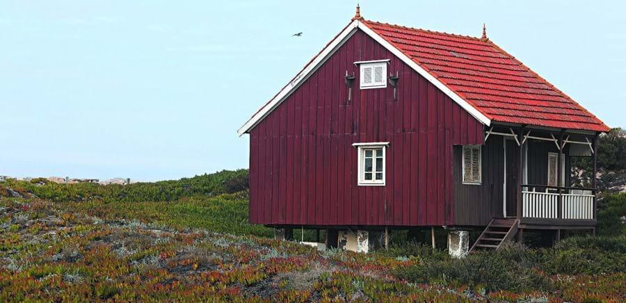 Palheiros localizados na praia velha eram usados pelos pescadores e pelas suas famílias
