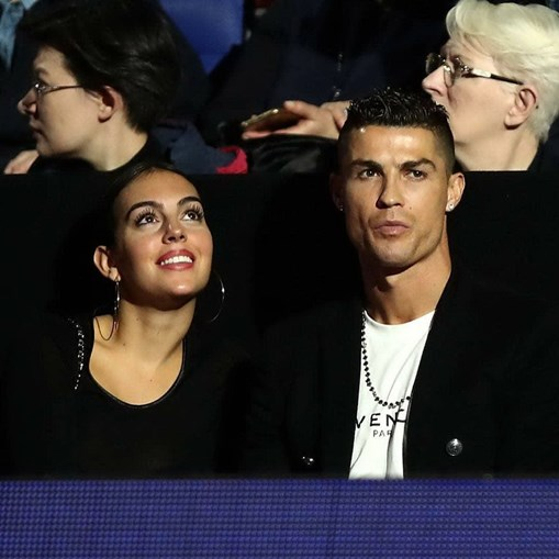 Ronaldo e Georgina trocam alianças