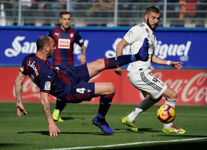 Real Madrid frente ao Eibar por 3-0 em partida da Liga Espanhola