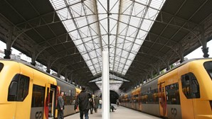 Comboios circularam sem perturbações no primeiro dia da greve parcial na IP