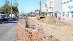 Esgotos ilegais atrasam renovação de avenida em Olhão