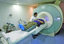 Paciente a ser submetido a exame TAC