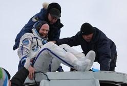 Astronautas regressam à Terra após 197 dias no espaço