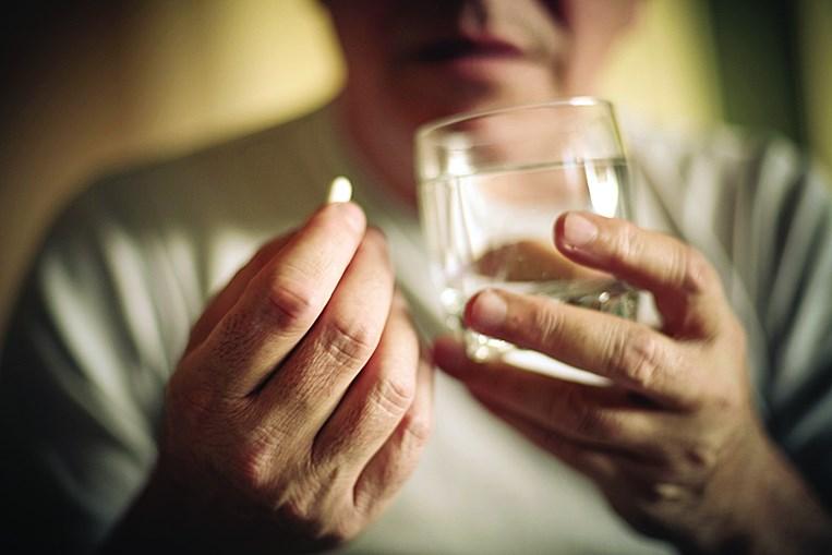 Confusão com a toma da medicação é um dos principais sintomas dos pacientes com demência
