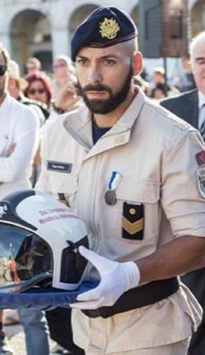 Hugo António, bombeiro, voltou à casa e recuperou a prenda