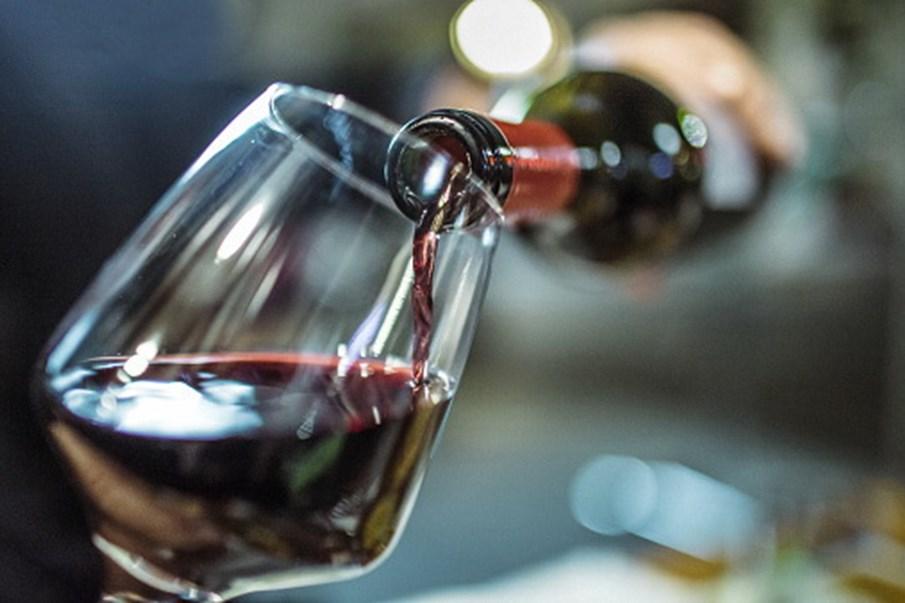 Resultado de imagem para Figueira de Castelo Rodrigo envia garrafa de vinho para o espaço