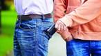 Carteiristas caçados a roubar idosa no Cacém. Ladrões com histórico criminal conseguiram 10 mil euros em furtos