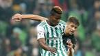Sporting oficializa contratação de Doumbia