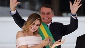 Mulher de Bolsonaro teve avó presa por tráfico e tem tio preso por ligação à milícia