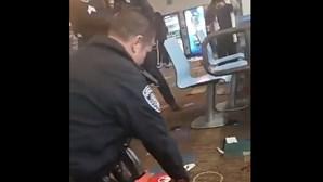Três mortos e quatro feridos em tiroteio num salão de jogos na Califórnia
