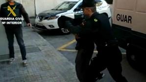 Quatro detidos em flagrante por violarem jovem em Espanha