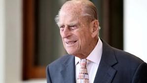 Marido de rainha Isabel II transferido de hospital para tratar infeção