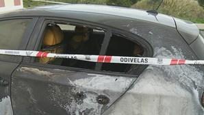 Carros incendiados em bairro de Odivelas