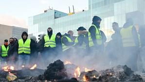 Manifestação de taxistas provoca destruição e bloqueia acessos a Feira de Madrid