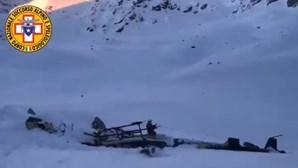 Colisão entre helicóptero e avião sobre os Alpes italianos faz vários mortos