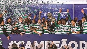 Renan agarra título para o Sporting na Taça da Liga