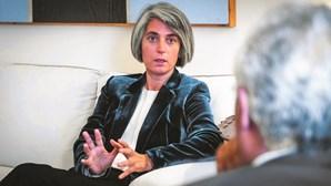 Sociedade da ministra da Cultura ganha 988 mil euros em contratos
