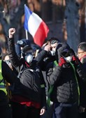 Tensão e chamas na manifestação dos 'coletes amarelos' em França