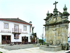 Centro da vila tem também muitos locais que não devem ficar esquecidos