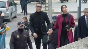 Ronaldo com Georgina à chegada ao tribunal de Madrid