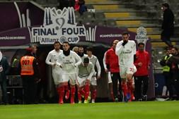 Equipas de Benfica e FC Porto já estão no relvado