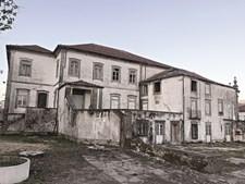 Solar dos Quesados ficou parcialmente destruído devido a um incêndio que ocorreu em novembro de 2015