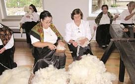 Mulheres de Bucos é um grupo de tecedeiras que dinamiza a Casa da Lã, onde será amanhã apresentada a iniciativa