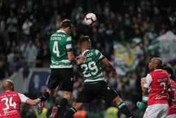 Coates marca golo do Sporting ao Braga na meia-final da Taça da Liga