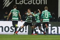 Jogdores do Sporting comemoram golo do empate perante o Braga