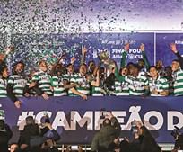 Festa leonina no final do encontro em Braga. Nani levantou o primeiro troféu do ano