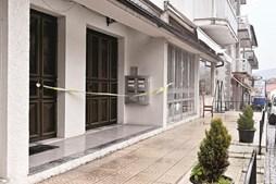 Crime ocorreu no 2º andar deste prédio, em Moimenta da Beira