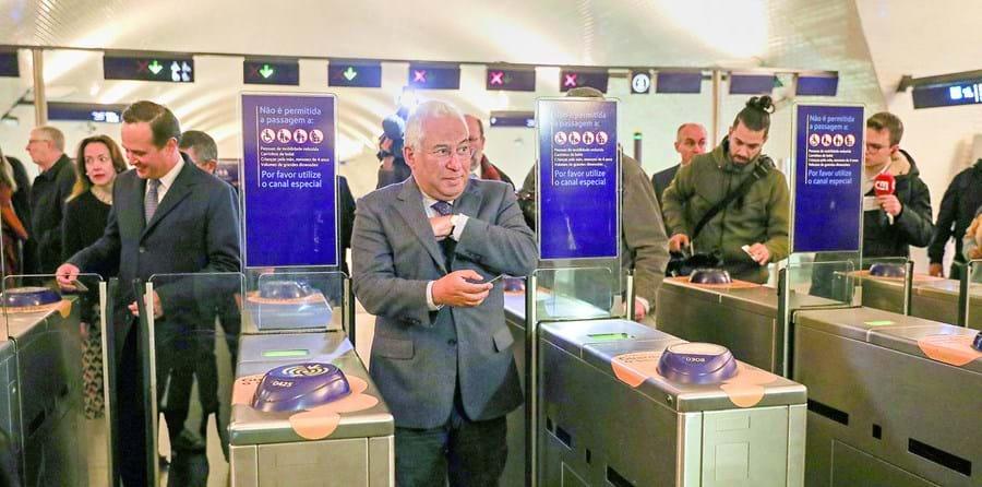 António Costa e Fernando Medina viajaram de Metro para a cerimónia de apresentação das obras de expansão da rede