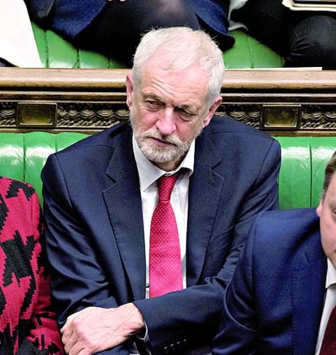 Corbyn quer afastar May e iniciar novas negociações com Bruxelas