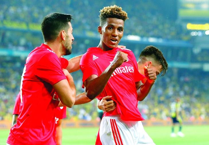 Gedson Fernandes passou de imprescindível com Rui Vitória para o banco de suplentes com Bruno Lage que só o mete a jogar nos minutos finais de cada jogo