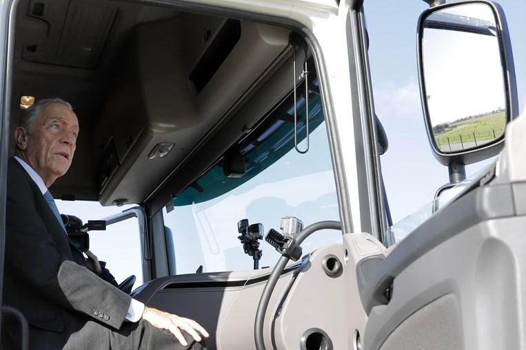 Marcelo 'camionista' faz viagem de TIR entre Lisboa e Porto