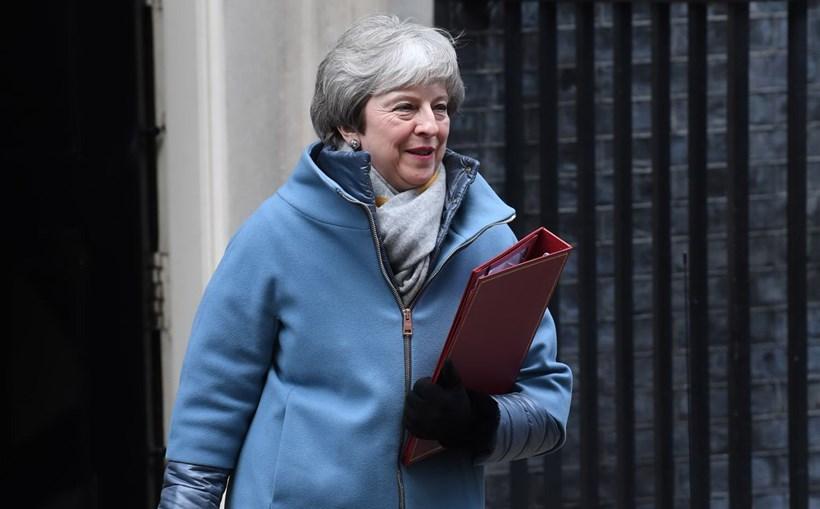 Theresa May sai de Downing Street para novo debate sobre o Brexit no Parlamento