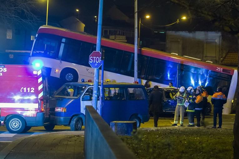 Dois mortos e cinco feridos, três dos quais crianças, em violento acidente em Matosinhos