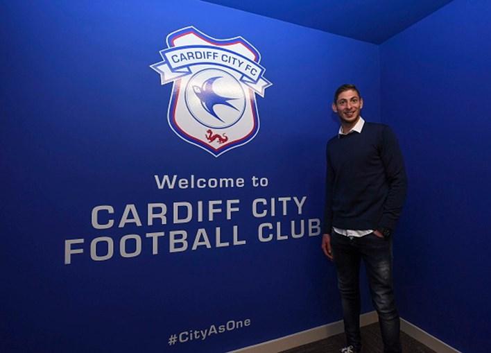 Emiliano Sala com a camisola do Cardiff
