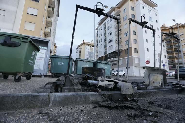 Cenário de destruição em Massamá, Sintra