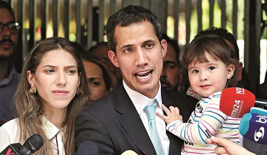 Juan Guaidó com a mulher e a filha, alvos de intimidação por parte das forças de segurança do regime chavista