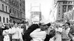 Morreu marinheiro lusodescendente da fotografia icónica do beijo em Times Square