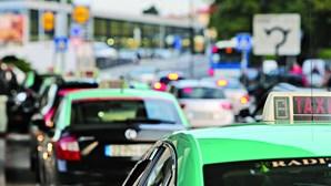 Estrangula três taxistas em ataques à noite