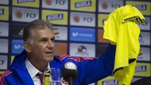 """""""Mulheres"""", """"murraças"""" e o """"mundo f..."""": Carlos Queiroz julgou que o microfone estava desligado"""
