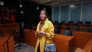 """""""Está tudo a funcionar como devia"""": Ministra da Justiça visitou mãe que deitou recém-nascido no lixo"""