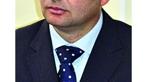 PSD quer confrontar Centeno com precários