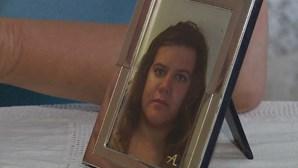 Quatro médicos julgados por morte de jovem